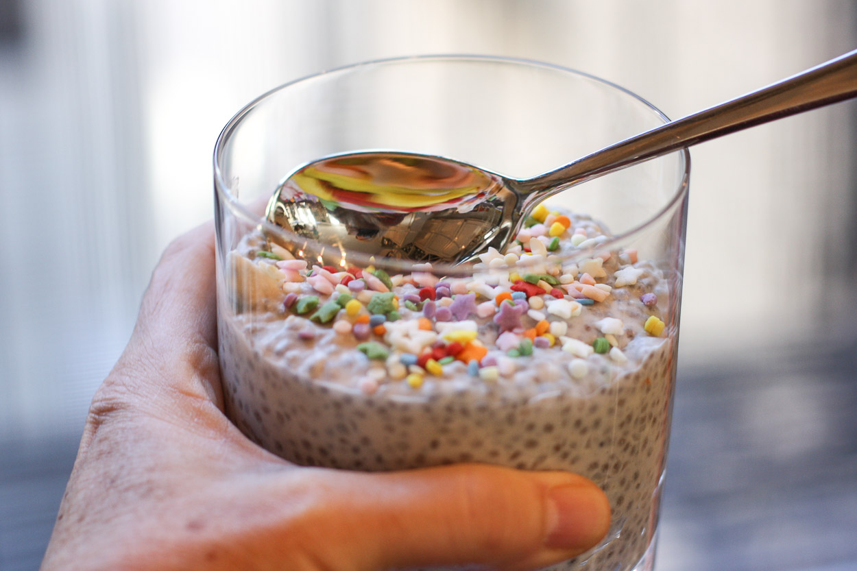 birthday cake chia pudding